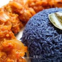 藍花椰漿飯。馬來甜辣雞 Blue Pea Coconut Rice. Ayam Masak Merah